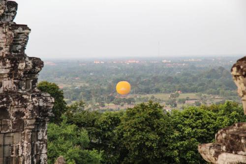 phnom-bakheng-aussicht-ballon-gelb