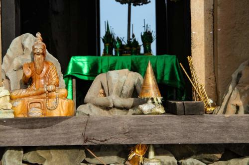 phnom-bakheng-zentraler-turm-buddhismus-figuren
