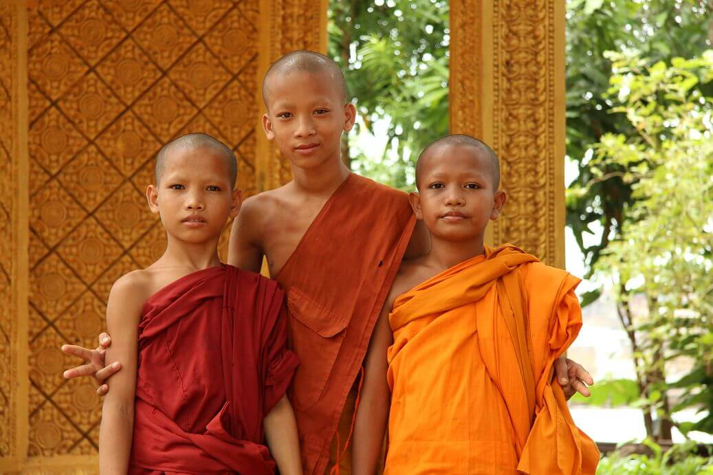 monks-cambodia-tonle-sap