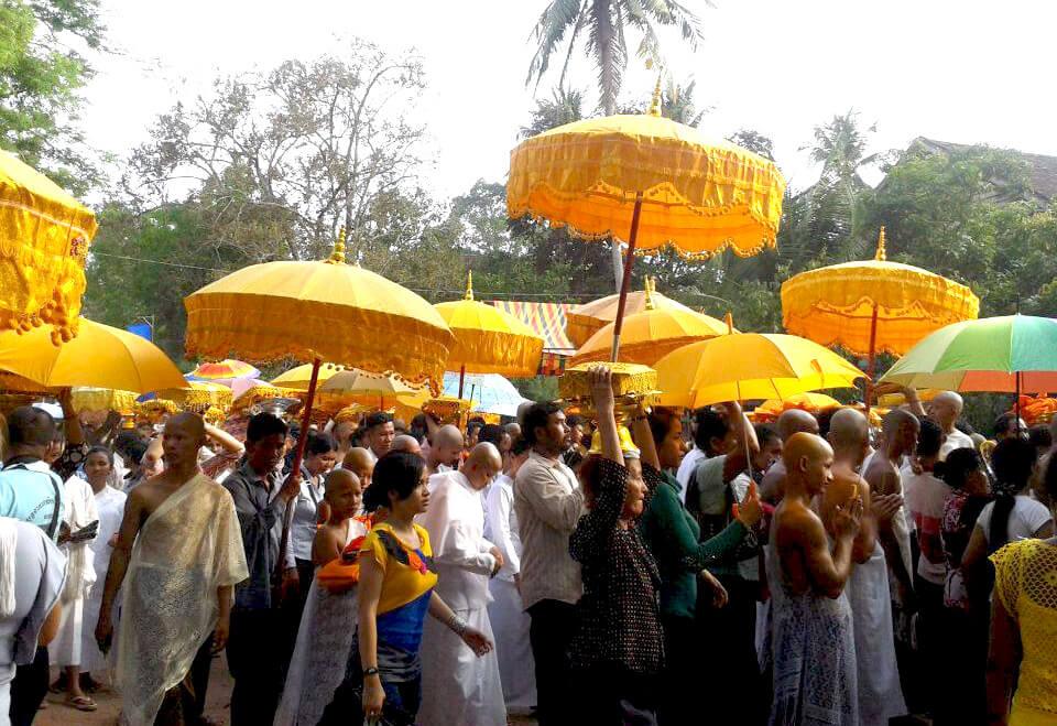procession-visak-bochea-angkor-wat