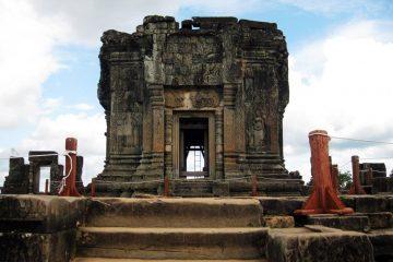Phnom Bakheng - hill in the southwest of Angkor