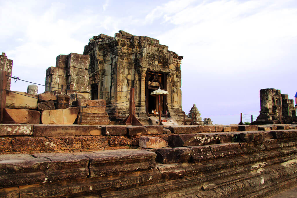 Phnom Bakheng - the hill in the southwest of Angkor