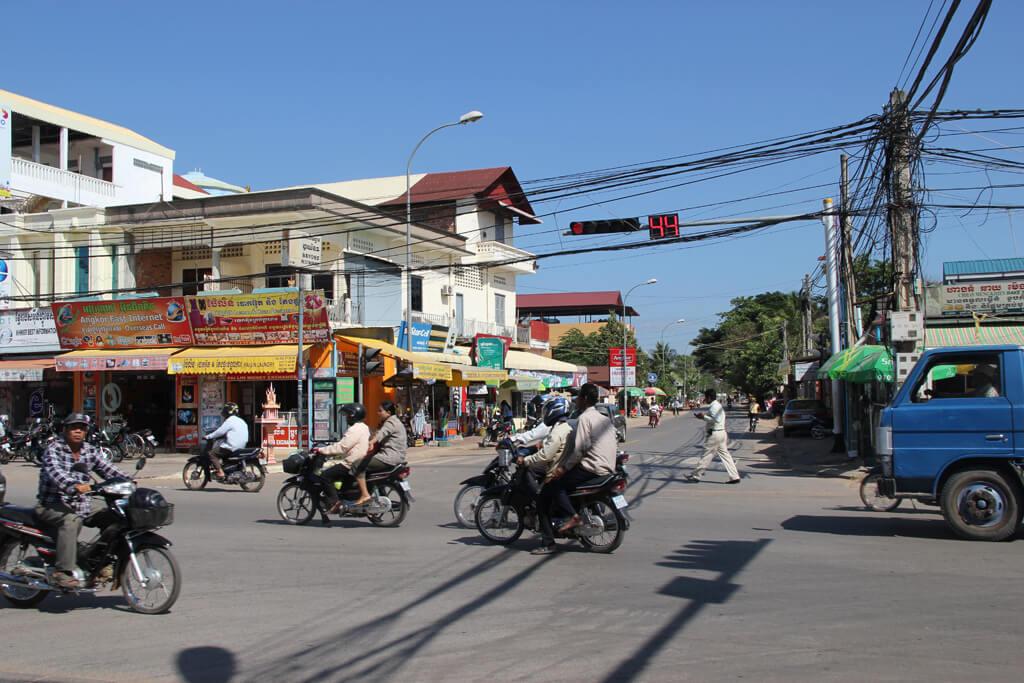 Crossing traffic light