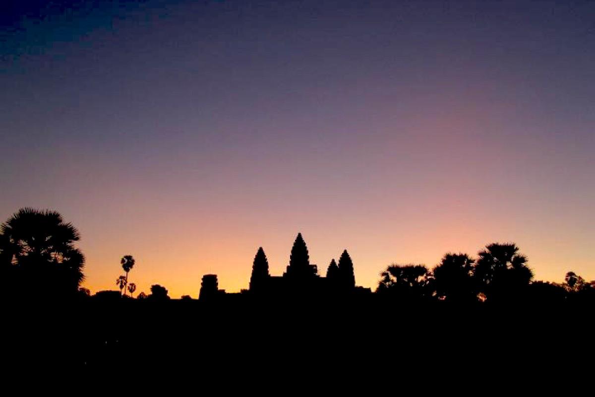 Impressions: Sunrise at Angkor Wat