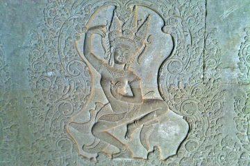 Amazing carvings at Angkor Wat - Apsara dancer