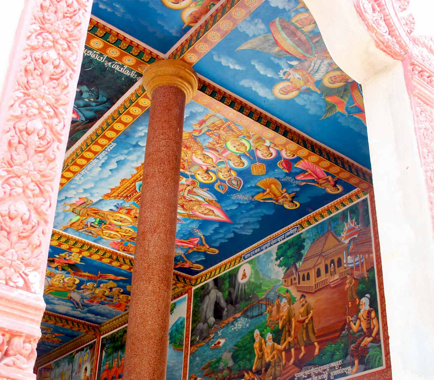 Pagoda Siem Reap - colorful wall painting