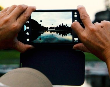 Taking a photo of Angkor Wat with a smartphone