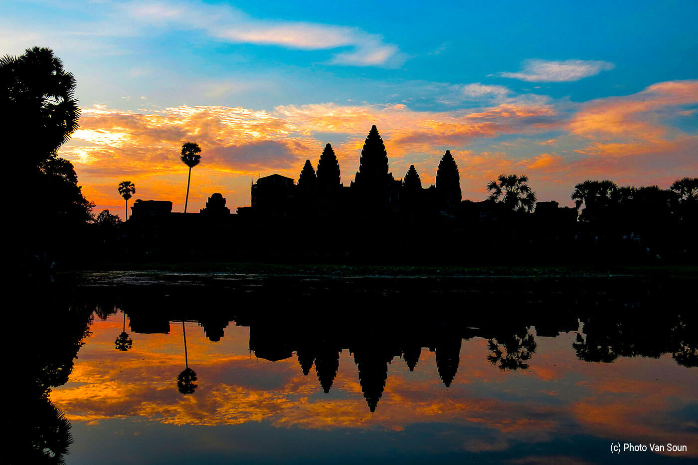 Sunrise Angkor Wat - Photo by: Van Soun